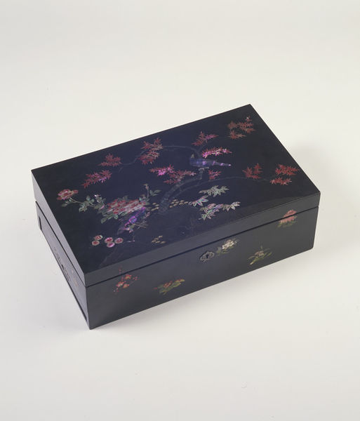Writing box, Nagasaki 1800-1850 (made) Victoria and Albert Museum