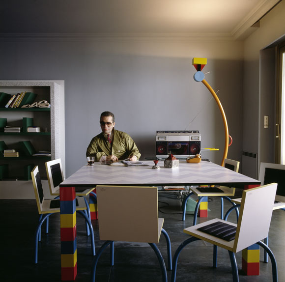 Karl Lagerfeld in his Memphis-furnished apartment in Monte Carlo, 1981. Photo: Jacques Schumacher.