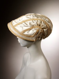 Silk and straw bonnet, 1807