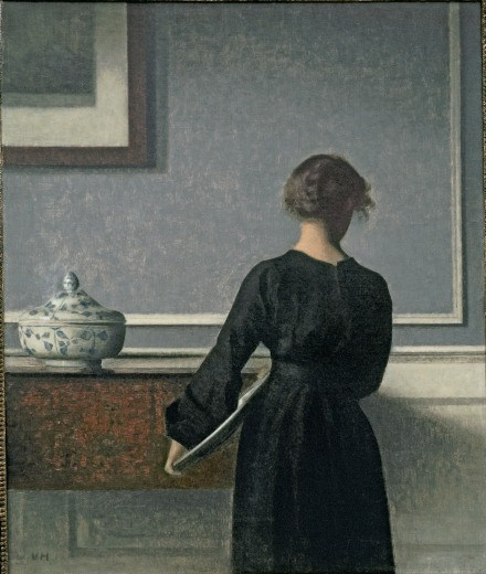Vilhelm Hammershoi - Interno. Giovane donna vista di spalle - 1903-04 Olio su tela - 61 x 50.5 cm - Randers Kunstmuseum - Photo Niels Erik Hybye - Courtesy Royal Academy of Arts, London