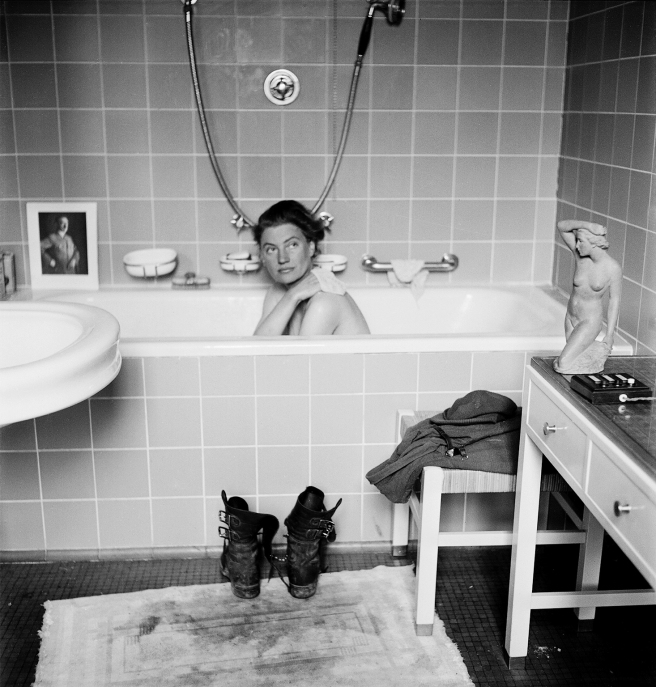Lee Miller in Hitler's bath, 1945 © Lee Miller with David E. Sherman, Lee Miller Archives, England 2015