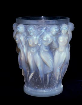 René Lalique, Vaso 'Bacchants', Parigi, c. 1924; vetro- altezza 24.5 cm - Courtesy of the Hermitage Amsterdam.
