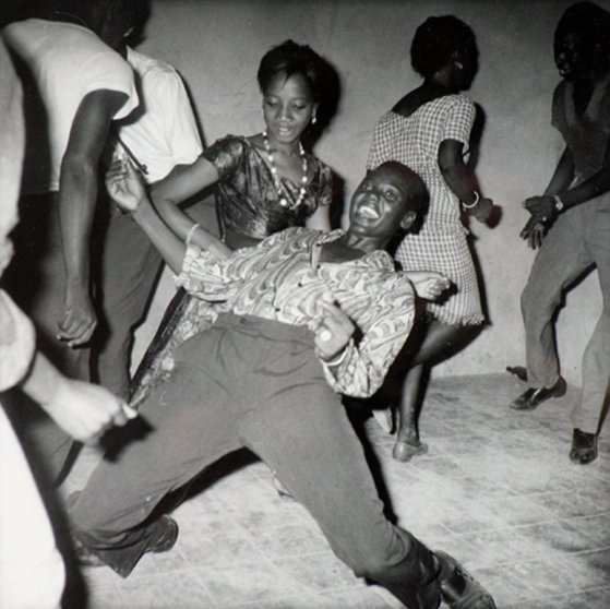 Regardez-moi (1962) by Malick Sidibé. Photograph: Malick Sidibé/Jack Shainman Gallery, New York