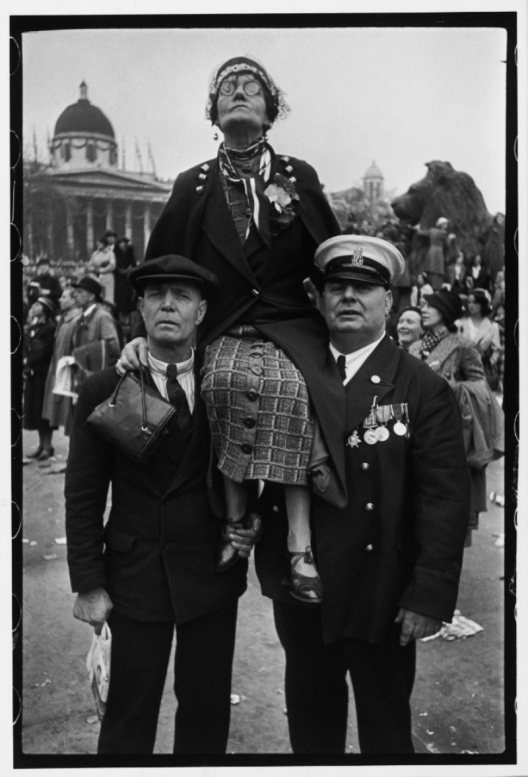 Henri Cartier-Bresson – Coronation of King George VI, Trafalgar Square, London, 12 May 1937 © Henri Cartier-Bresson / Magnum Photos