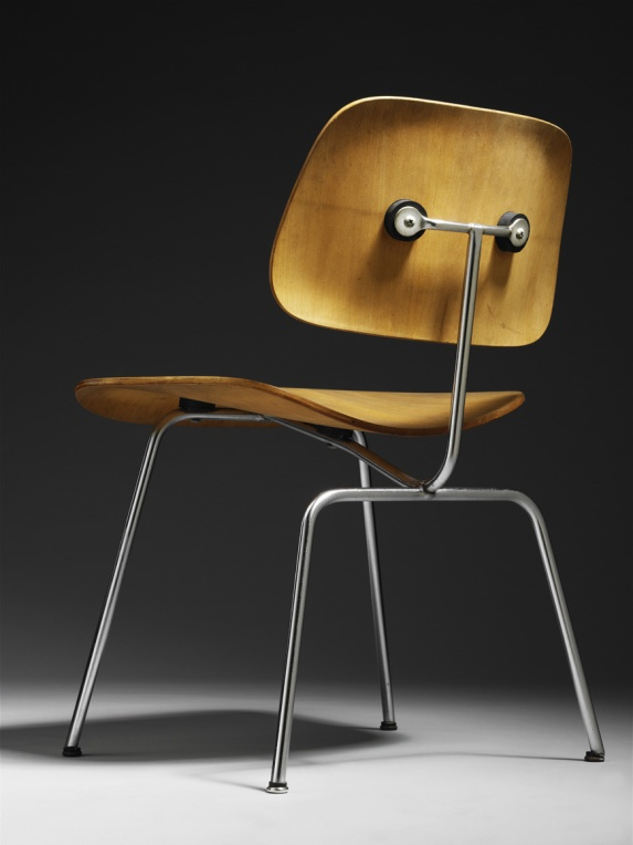 Charles e Ray Eames, DCM chair, 1947 © Eames Office, LLC Evans Products Company - Molded Plywood Division 1947 Moulded plywood, steel and rubber