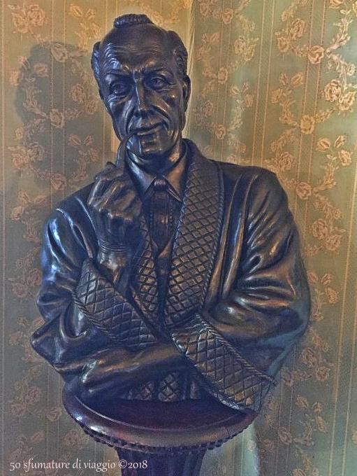 holmes statua in casa
