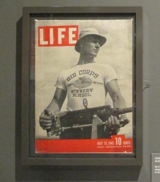 Soldato ameicano sulla copertina della rivista Life nel 1942. Fashion and Textiles Museum, London. 2018 © Paola Cacciari