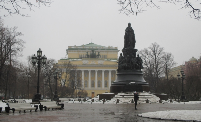 The Alexandrinsky Theatre and the statue of Catherine the Great. St Petersburg 2018 © Paola Cacciari