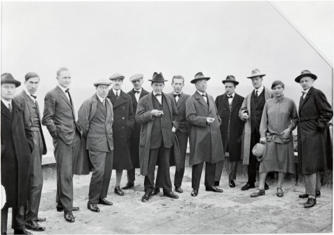 5.-Bauhaus.-Walter-Gropius-and-masters-on-the-roof.-Barbican-480x339