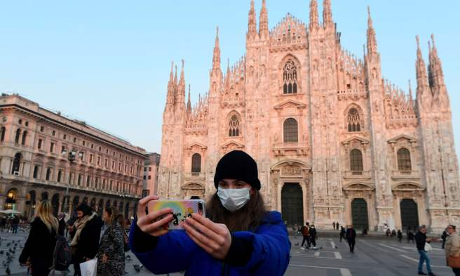 Turist taking a selfie in Milan